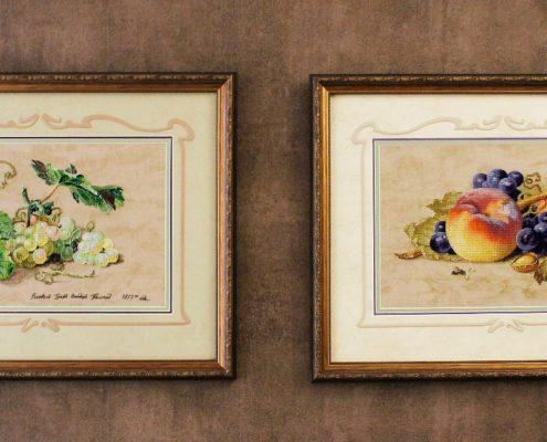 """Схемы """"Виноград"""" и """"Натюрморт с персиком"""". Вышила Таня Сурина."""
