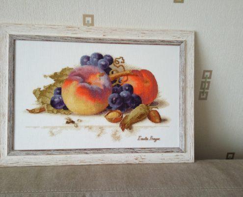 """Схема """"Натюрморт с персиком"""". Вышила Елена Зинкевич."""