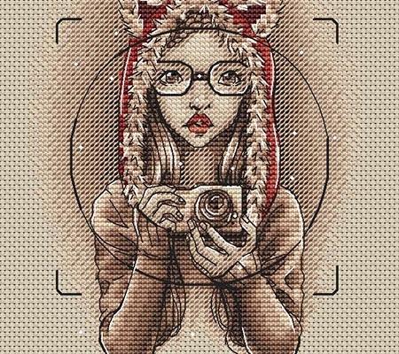 Авторская схема для вышивки крестом Екатерины Волковой - Селфи в красной шапке